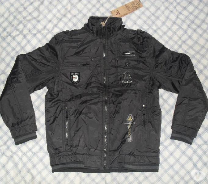 Chaqueta negra impermeable de lujo con charreteras interior