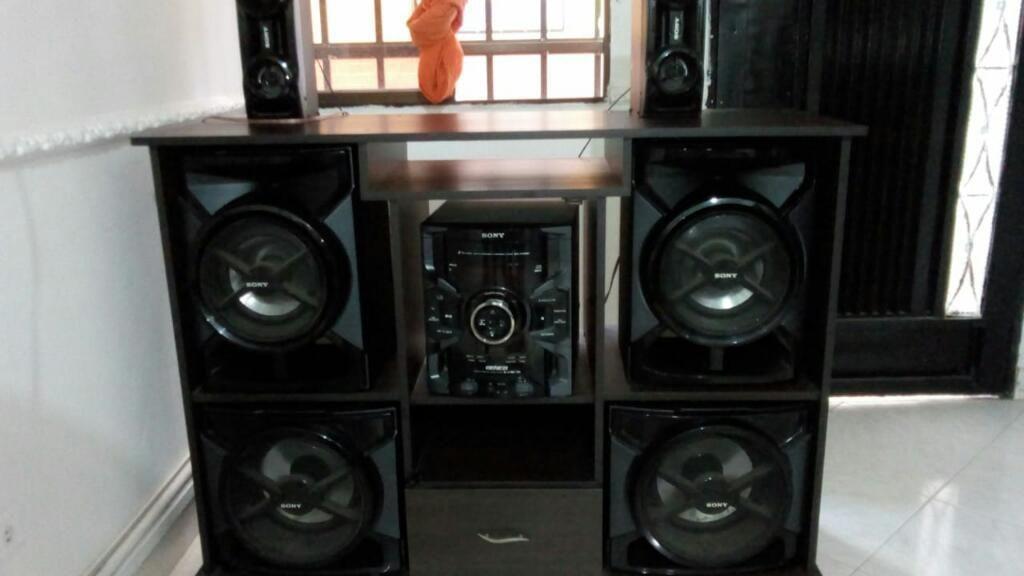 Equipo de Sonido Marca Sony con Mueble