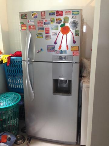 Nevera LG No Frost de 475 Lts. con dispensador de agua