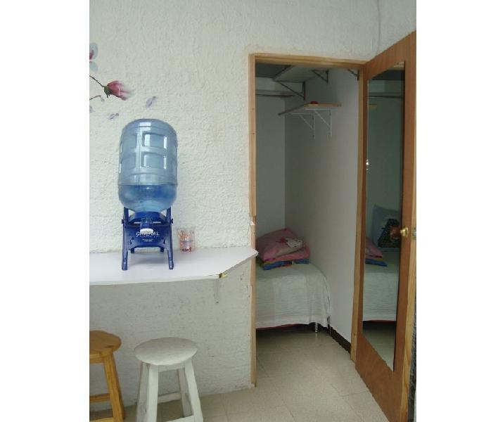 Rento habitación con baño privado
