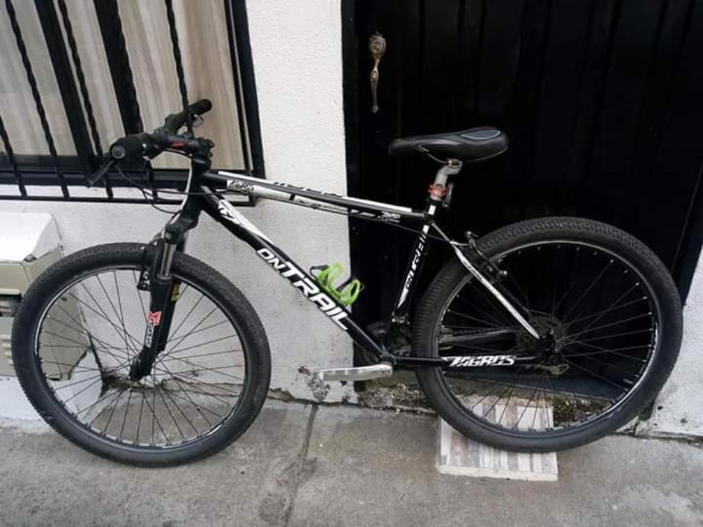 Vendo Bicicleta de Aluminio Y Cascos