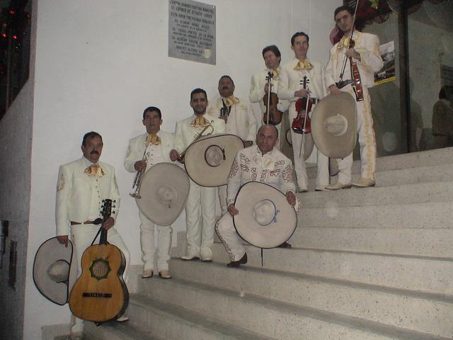 AGUILAS DE MEXICO MEDELLIN SERENATAS Y FIESTAS LAS 24 HORAS