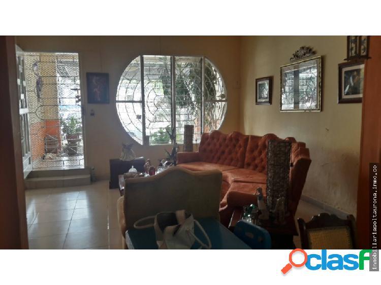 Amplia casa de un piso, en venta Almendros - 02