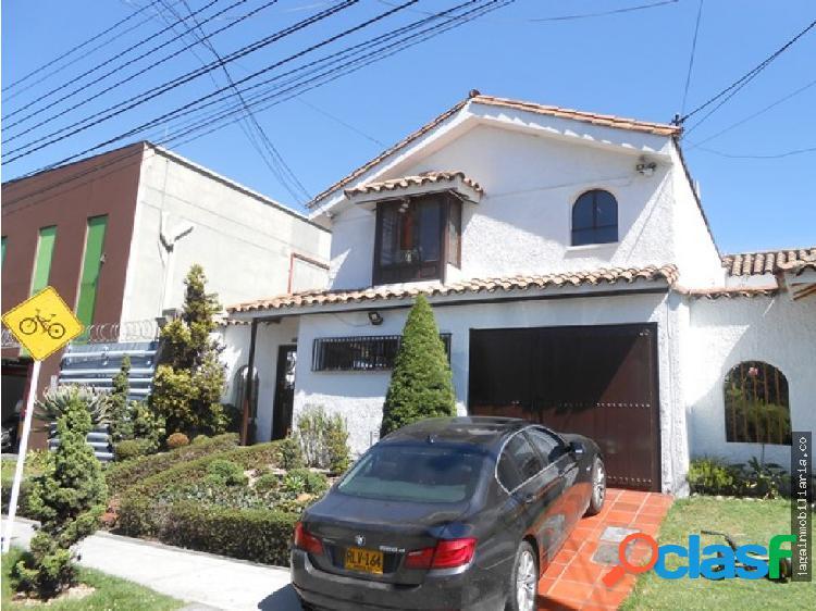 Casa 360 M2 Uso Comercial Pontevedra, Bogota