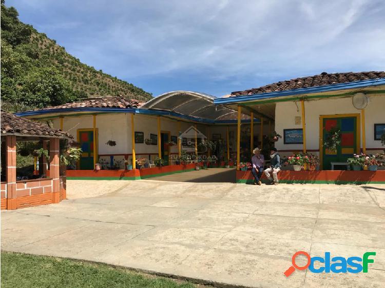 FINCA FÉRTIL CON SEMBRADOS DE CAFÉ Y AGUACATE