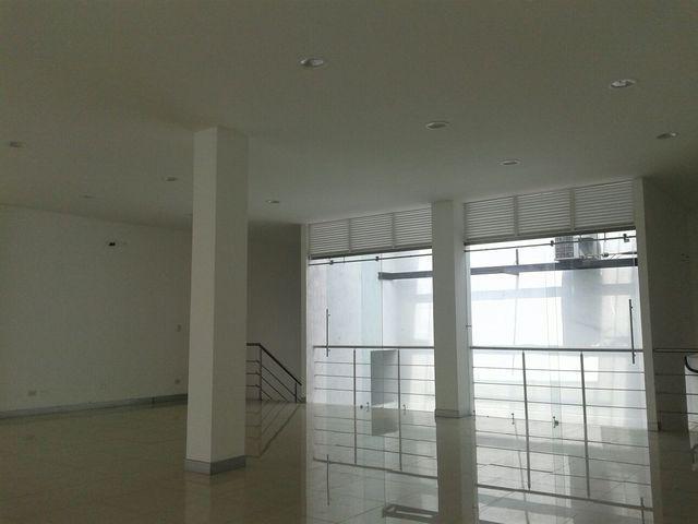 Local en centro comercial Palmas Center con mezanin