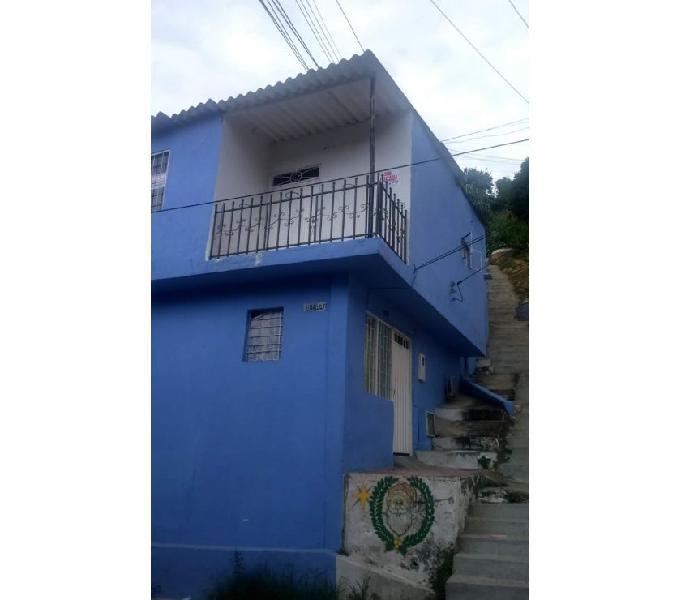 Se vende Casa girón barrio paraíso esquinera dos aptos