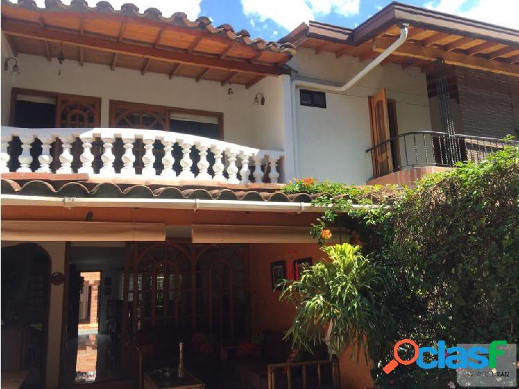 Se vende Hermosa casa en el Sector la Mota.