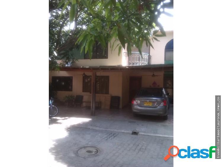 Se vende en Santa Marta amplia casa | Jardín