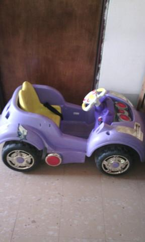 Vendo Carro de Batería de juguete en Bogotá.