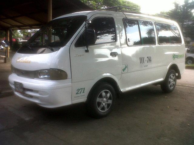 Vendo buseta Kia Pregio modelo 2003 en Jamundí.