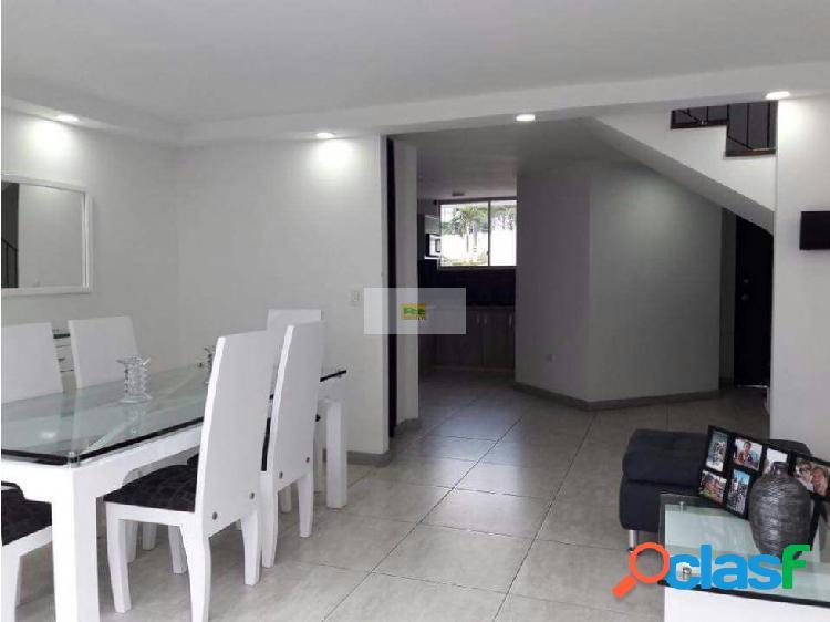 Vendo casa de 3 niveles Cerca a Unicentro
