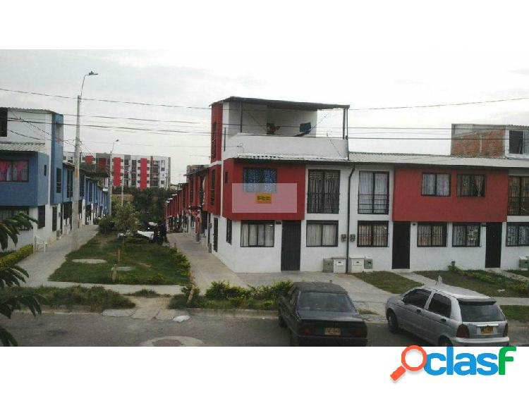 Vendo casa de 3 pisos en Montelibano