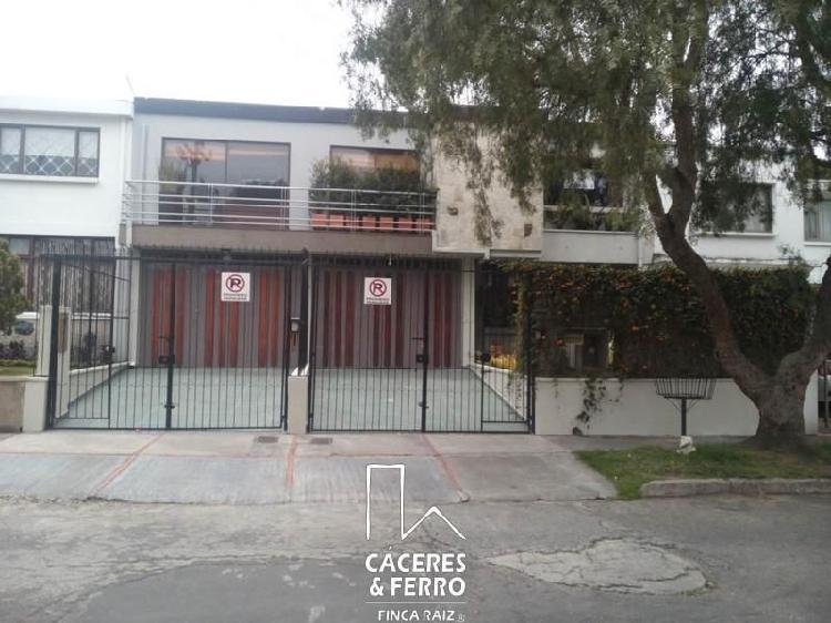 Cod. ABCYF21334 Casa En Arriendo En Bogota Santa