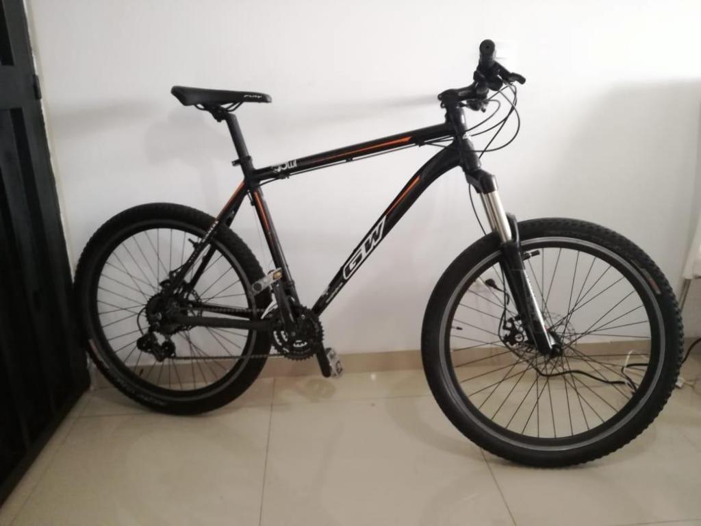 Vendo bicicleta de montaña en aluminio