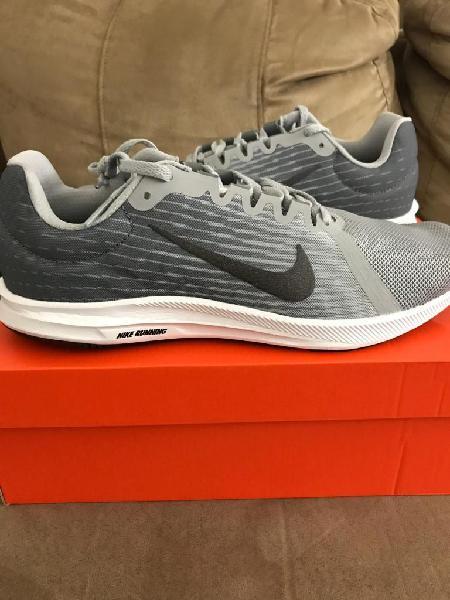 Zapato Nike Gris con Negro Talla 10