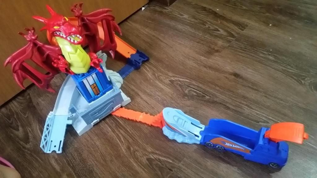Pista Hot Wheels Dragon Explosivo