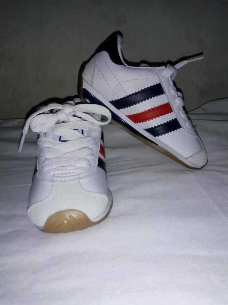 Vendo Hermoso Zapatos de Niño Talla 22