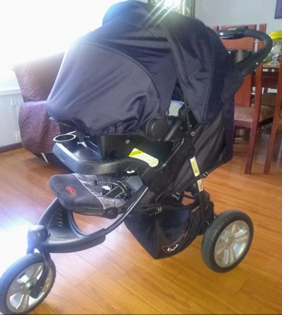 Hermoso Coche con Porta Bebé Bebesit