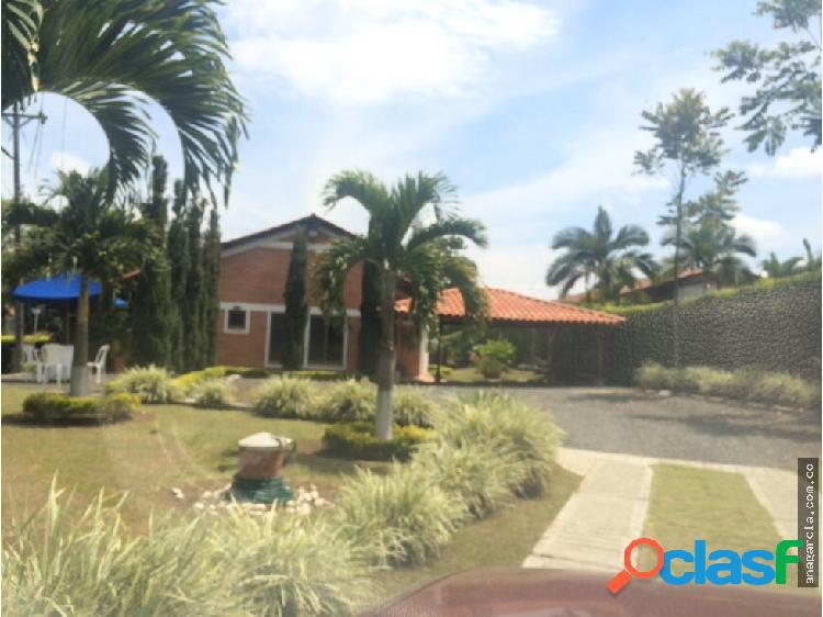 Venta casa en condominio campestre vía Morelia