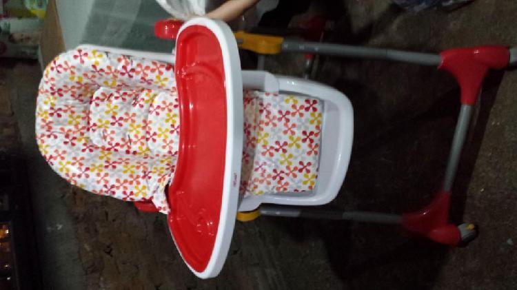 Se vende hermosa silla comedor para bebe