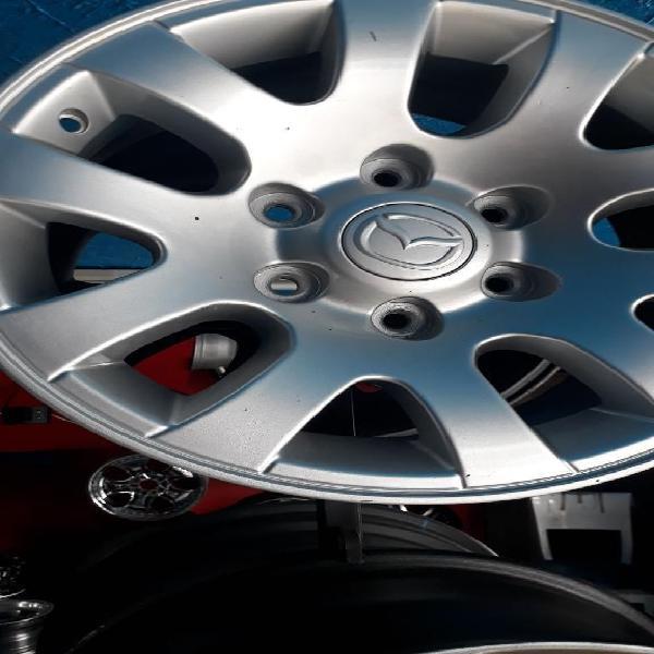 Vendo Rines de Mazda Bt con Llantas