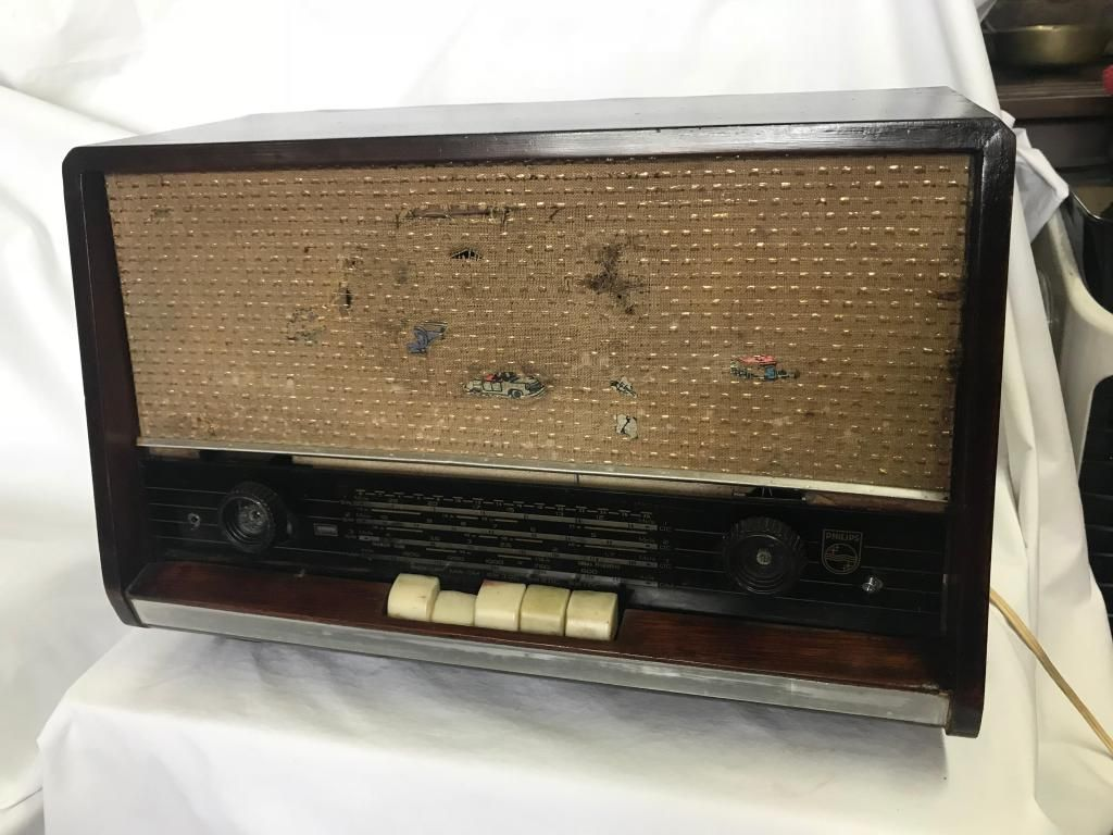 RADIO PHILIPS EN MADERA TECLADO DE TUBOS SOLO AM