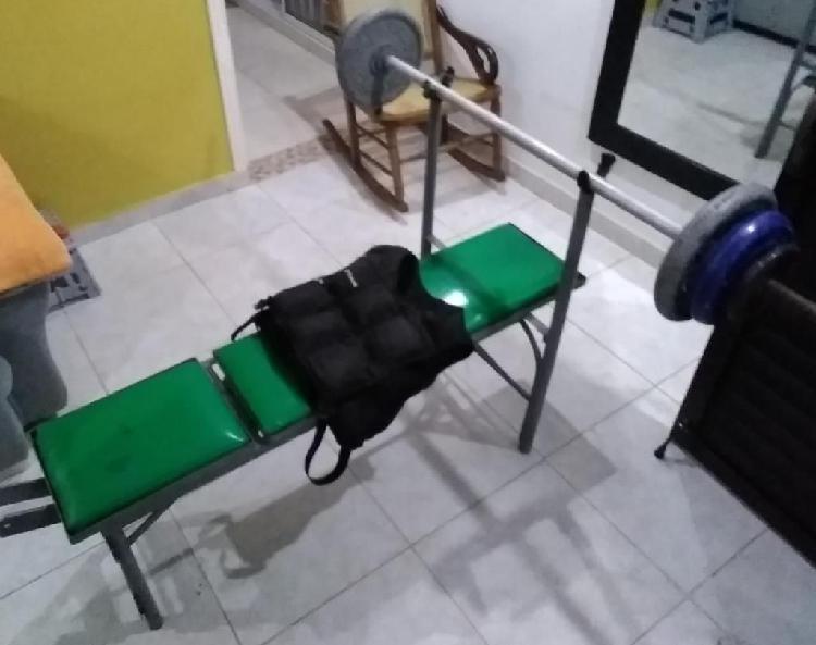 Se vende set de pesas con press de banca