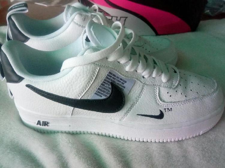 Tenis Nike Talla 42 para Hombre, Nuevos