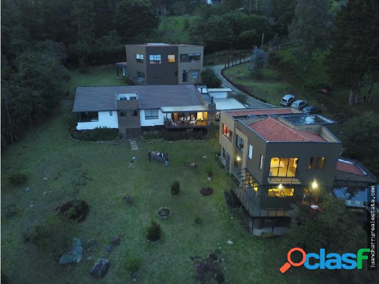 Hermosa Casa en El Alto de Las Palmas