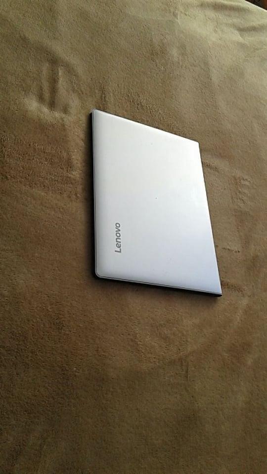 portatil lenovo core i7 de 7 generacion con 4 en ram y 256