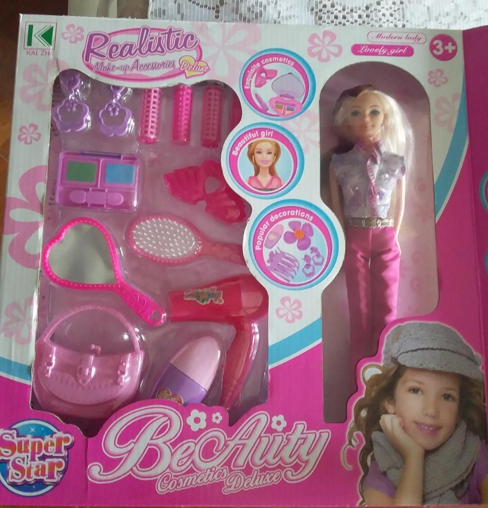 Muñeca con Accesorios de Belleza