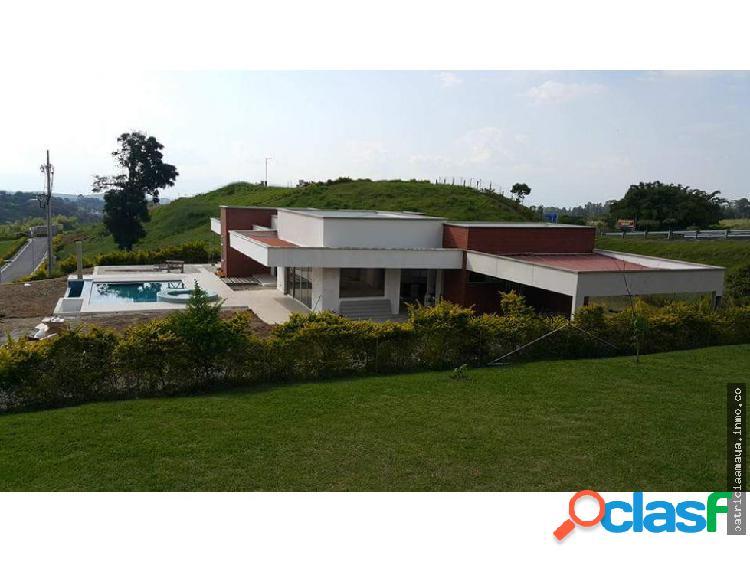 Casa en condominio en Pereira borde de carretera