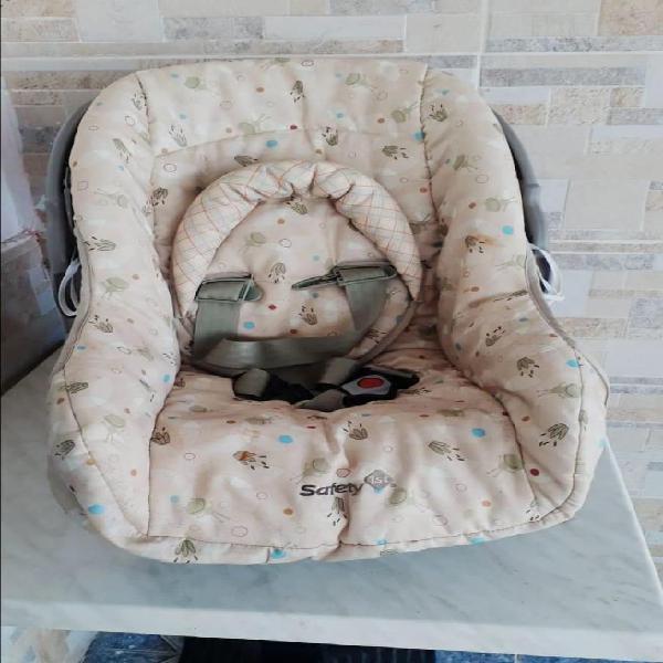 Vendo silla de bebe para carro en excelente estado 120000