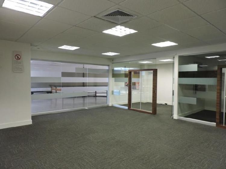 Oficina En Venta En Bogota Santa Barbara Cod. VBIRE5769