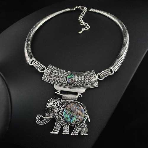 Set De Collar Y Aretes De Elefante Con Piedreria Alta Calida