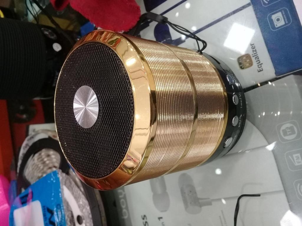 Radio portátil FM, con puerto USB