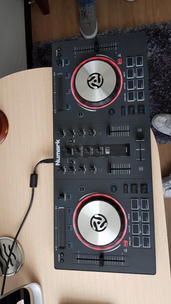 Dj Desk Numark Mixtrack 3
