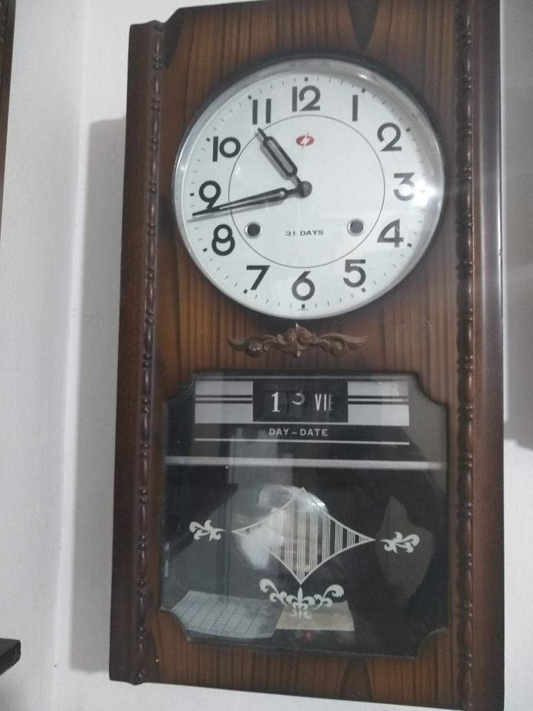 Reloj de Pared con Péndulo,