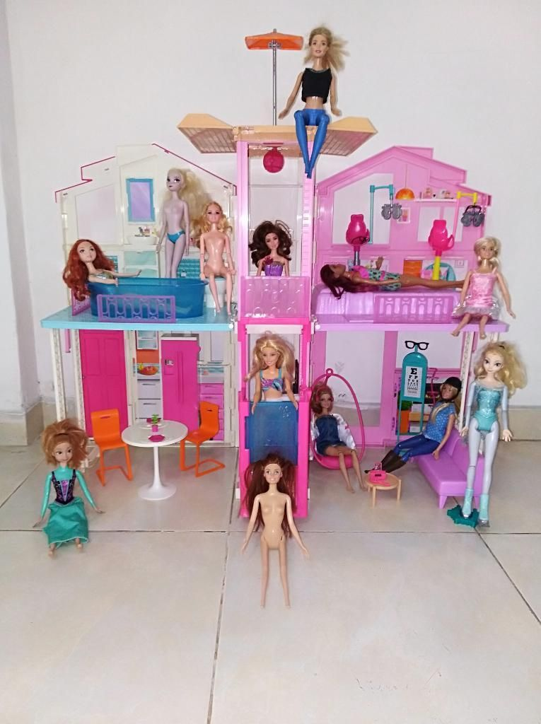 Casa Campo de La Barbie con 13 Muñecas