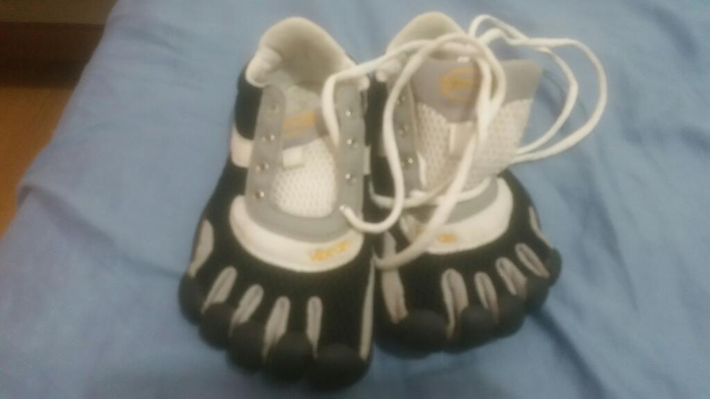 Zapato Deportivo de Deditos T 33