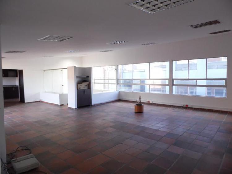 Oficina En Arriendo En Bogota El Retiro Cod. ABLUQ2017040005