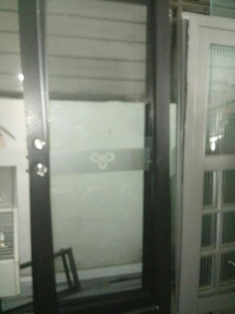3 Puertas en Aluminio Y Vidrio