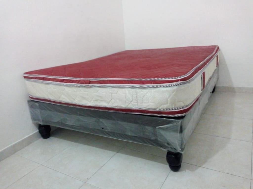 vendo colchon base en madera para cama doble