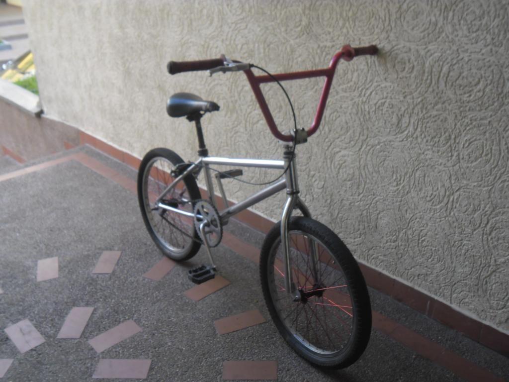 se vende bicicleta niquelada marca proracing a muy buen