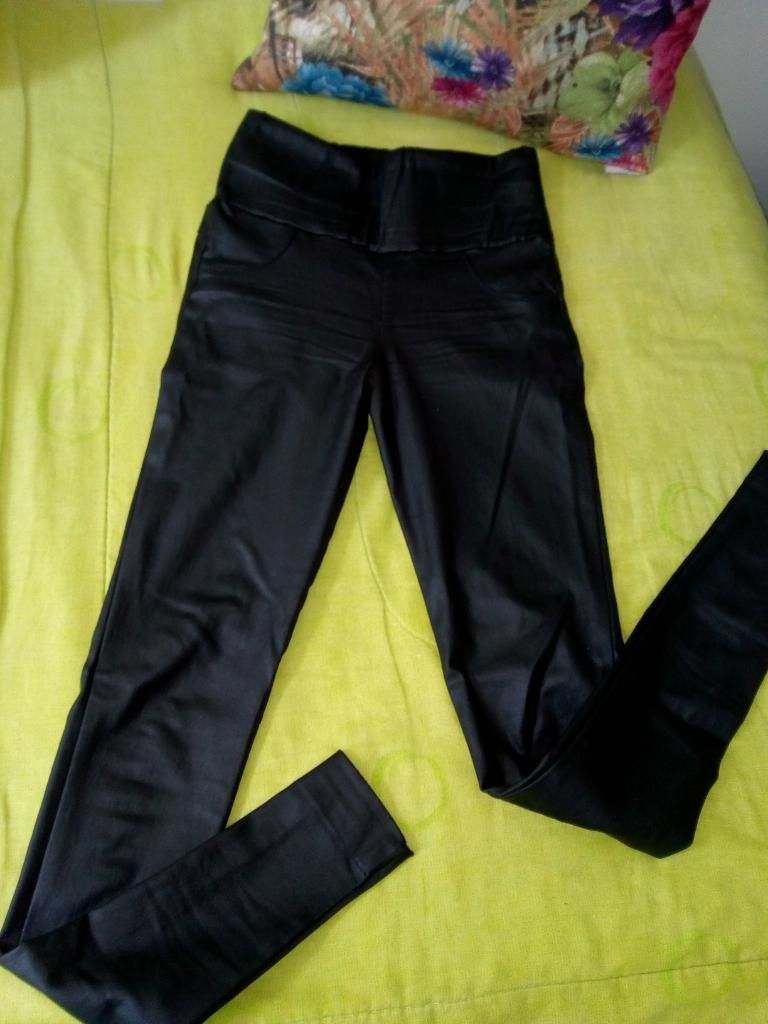 Vendo Lindo Pantalon de Cuero Talla 8