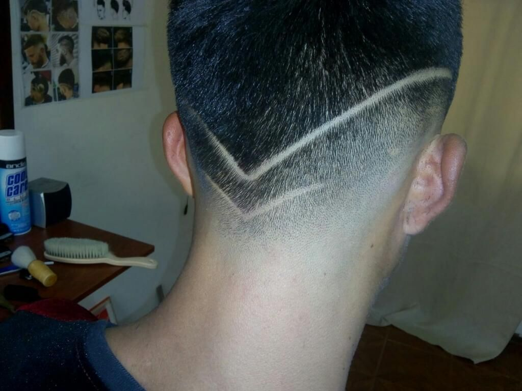 Busco trabajo como barbero, experiencia 2 años.