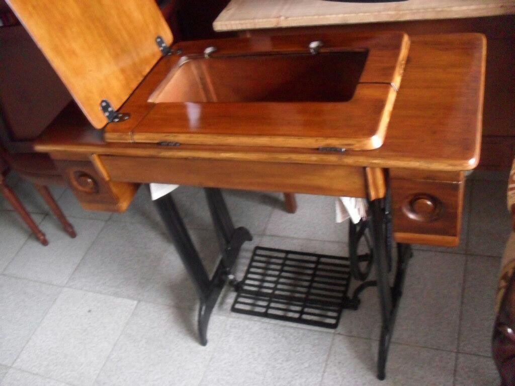 Mueble Antiguo para Maquina de Coser
