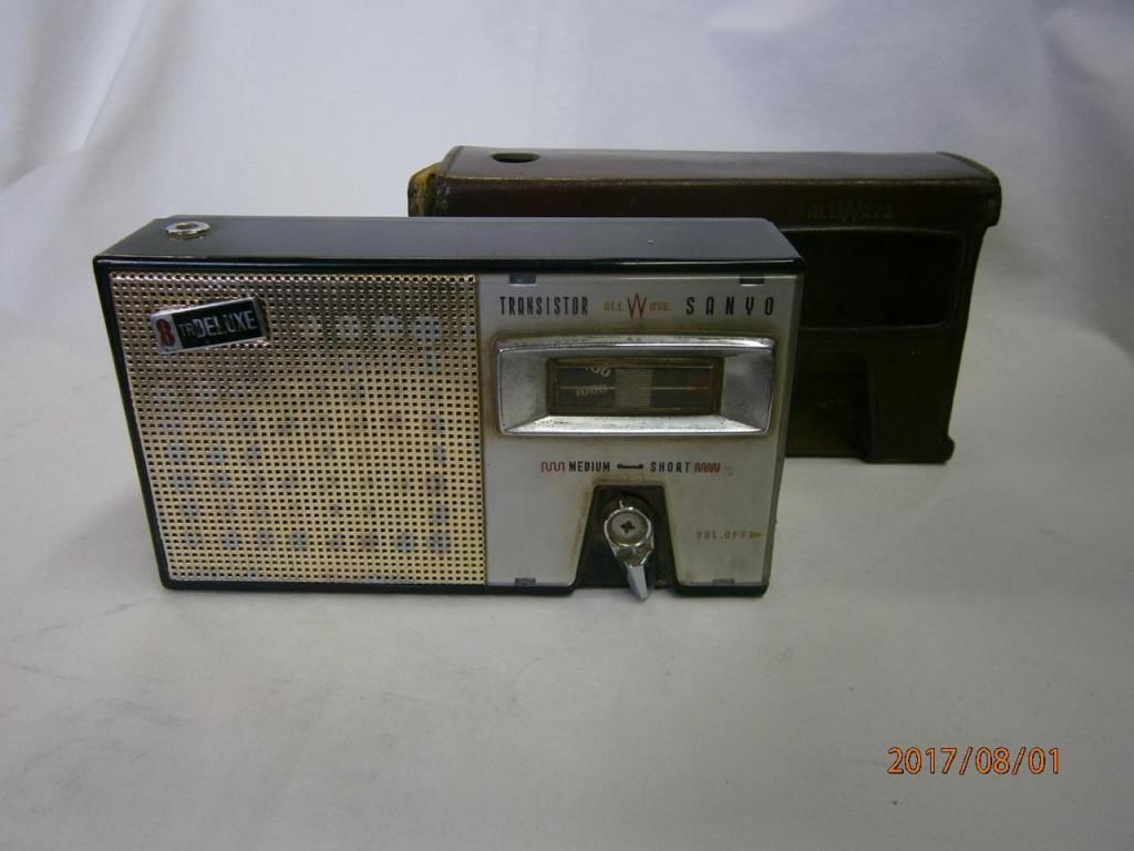 RADIO TRANSISTOR SANYO DE PILA CUADRADA DE 9V MODELO 8S.P2,