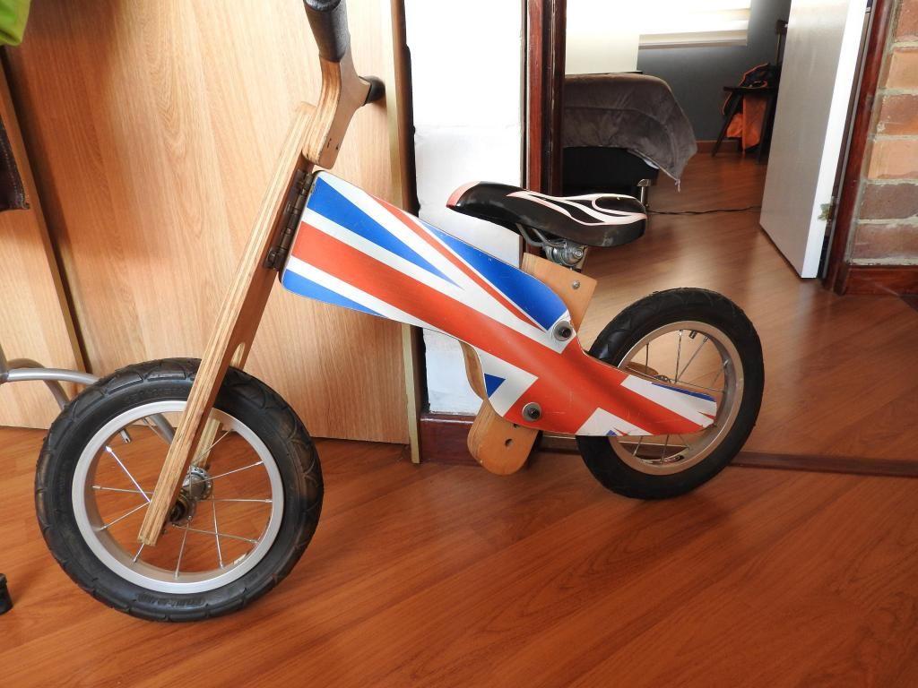 Bicicleta en madera ideal para el aprendizaje de 1 a 3 años